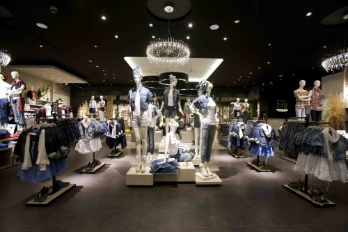 STRADIVARIUS flagship store Milano