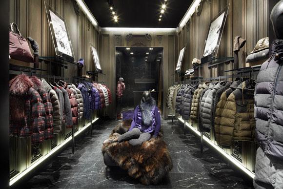Moncler apre una nuova boutique a Francoforte.