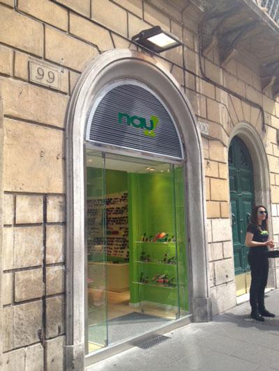 Nau terza boutique a roma an shopfitting magazine for Corner via del corso roma