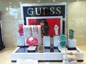 visual_merchandising_guess