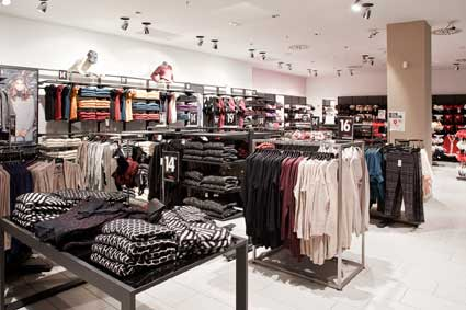 NEW YORKER  nuovo store a Guidonia – Roma.  4e4d9a9f7fb8
