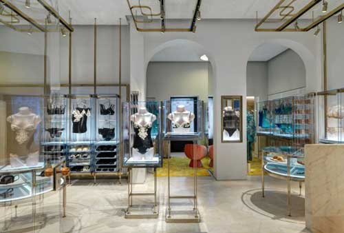 boutique LA PERLA via Montenapoleone Milano