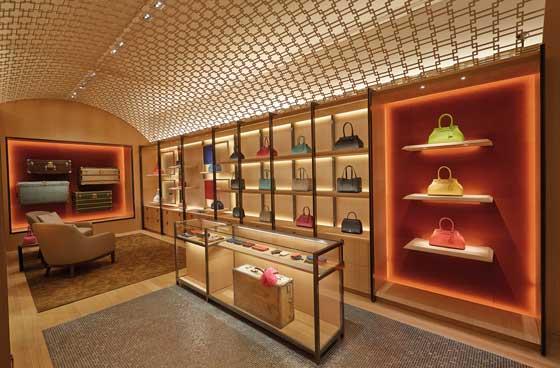 boutique moynat londra by Gwenael Nicolas