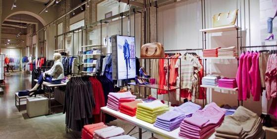 benetton-flagshipstore-mosca-AN-retail-design