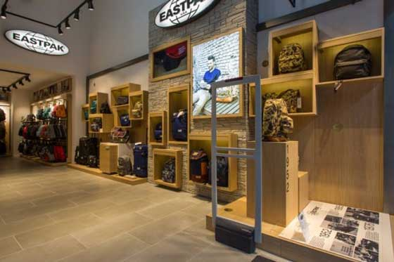 store Vans Eastpak Milano