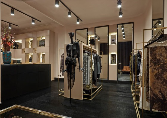 ECOLE-BOUTIQUE-BERLINO-Adrian-Bleschke-AN-shopfitting-magazine