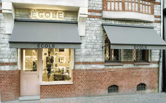 Cole boutique berlino un progetto dell architetto adrian bleschke an shopfitting magazine - Lavoro architetto berlino ...