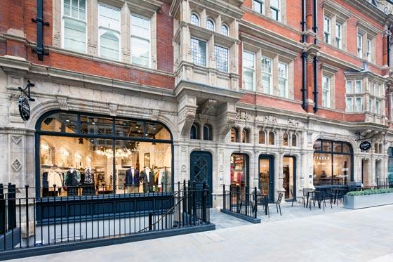 Lo Studio di architettura Dalziel&Pow, specializzato in retail, è stato incaricato di creare il nuovo concept store Emporium JIGSAW