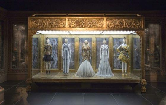 savage-beauty-Alexander-McQueen_AN-retail-design