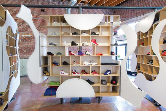 theUPstudio-ArchitectureDesign-AuthentixSneakerShop_AN_shopfittingmagazine