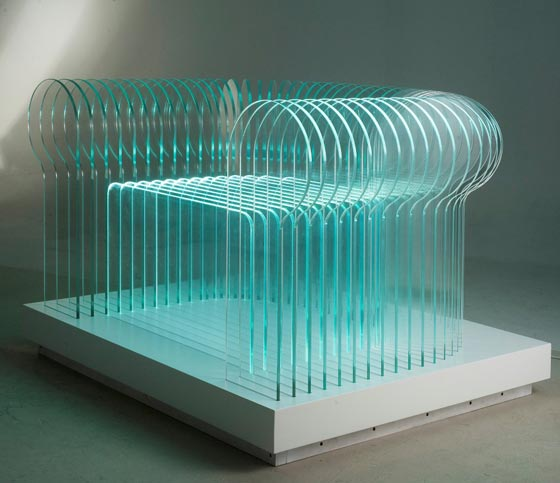 Luxury la poltrona in vetro auto illuminata del designer Matteo Paciaroni