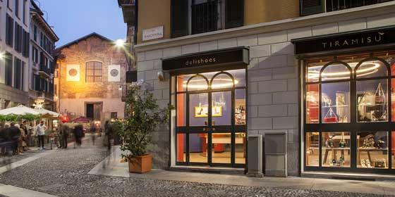 Tiramisù Delishoes, progetto ideato da Re.d, divisione di retail e marketing design di M&T, è il primo fashion restaurant dessert bar d'italia